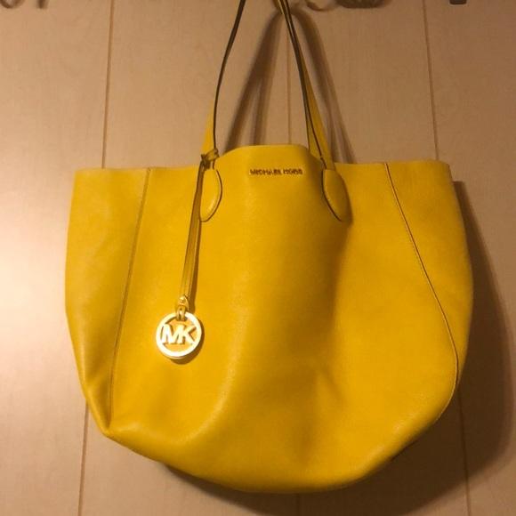 8cd36408e70e Michael Kors Bags   Mae East West Reversible Tote   Poshmark